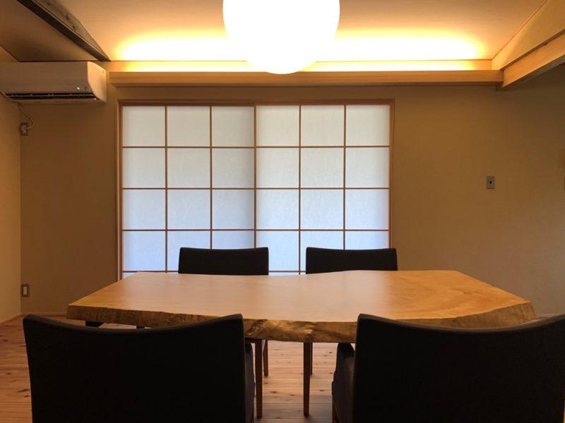 古民家レストラン彷彿の栃ノ木テーブル