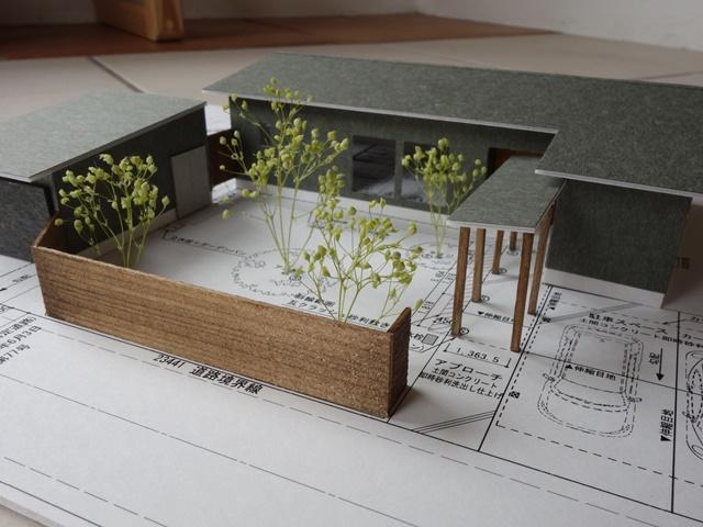 コの字型の配置で庭をつくる 西蒲区巻の平屋
