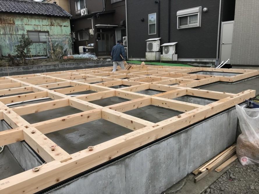 新潟市東区長者町WAKURAS新築工事、土台敷き開始
