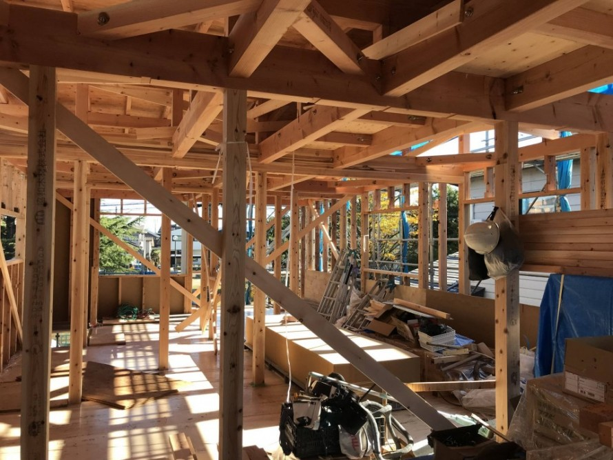長岡市宮関の家『WAKURAS』二世帯改築工事の建て方が終えました